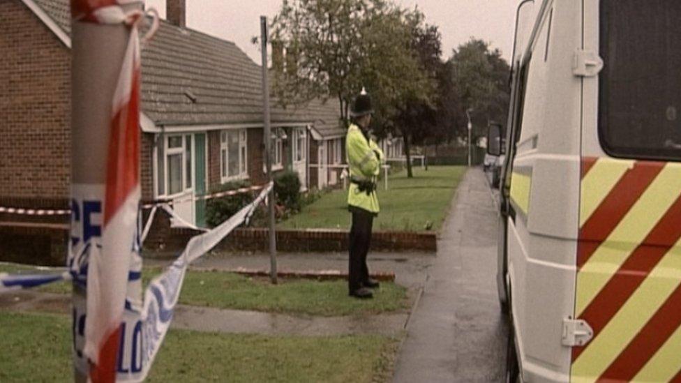 La policía en la escena del crimen