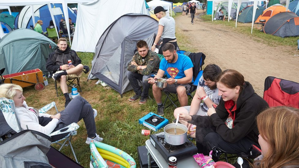 Rock fans breakfast at the campsite of the Rock am Ring music festival in Germany (3 June 2017)