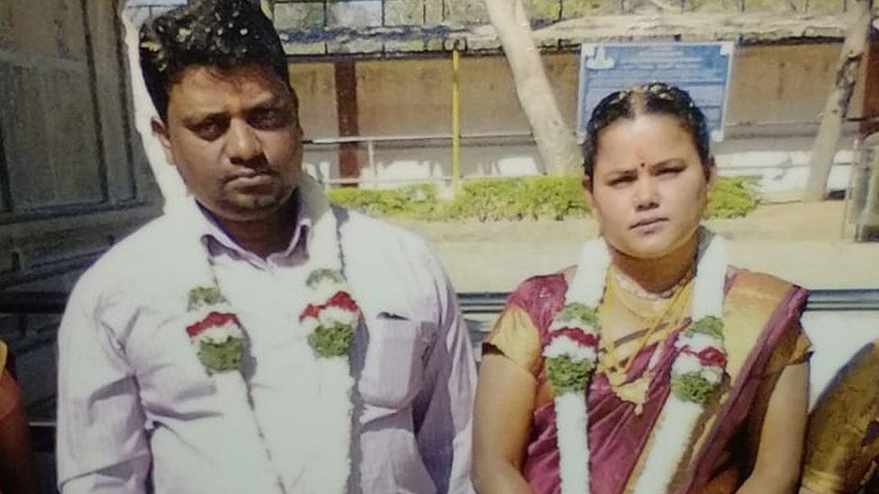 Rajesh y Mary el día de su boda, en febrero de 2014.