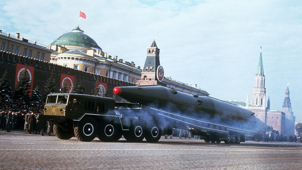 Desfile militar con misiles nucleares en 1967.