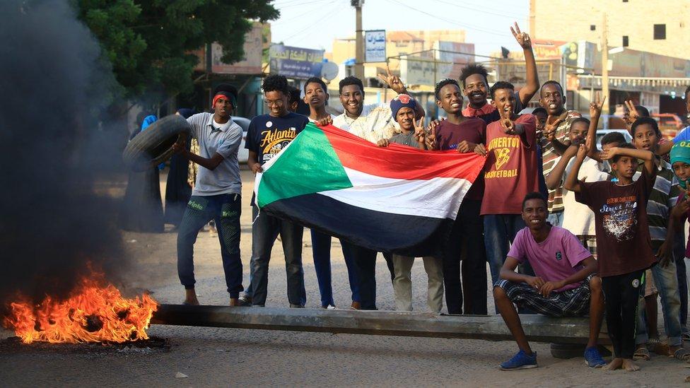 لقطة من الخرطوم أمس السبت الـ27 من يوليو/تموز تظهر جانب من الاحتجاجات على نتائج لجنة التحقيق