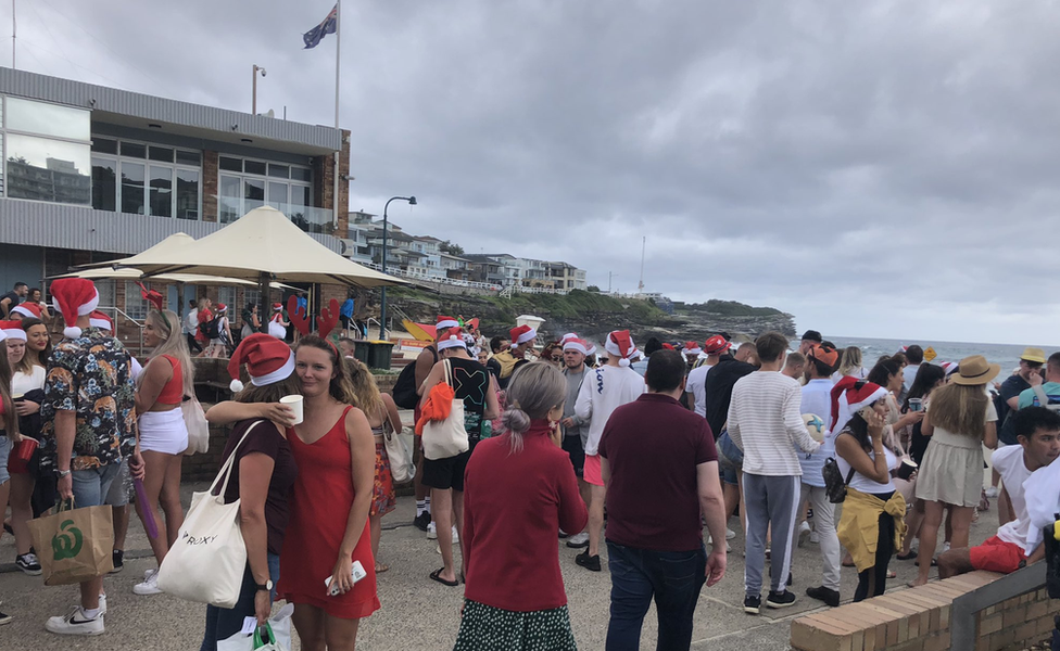 Covid: Sydney beach party sparks 'backpacker' deportation threat thumbnail
