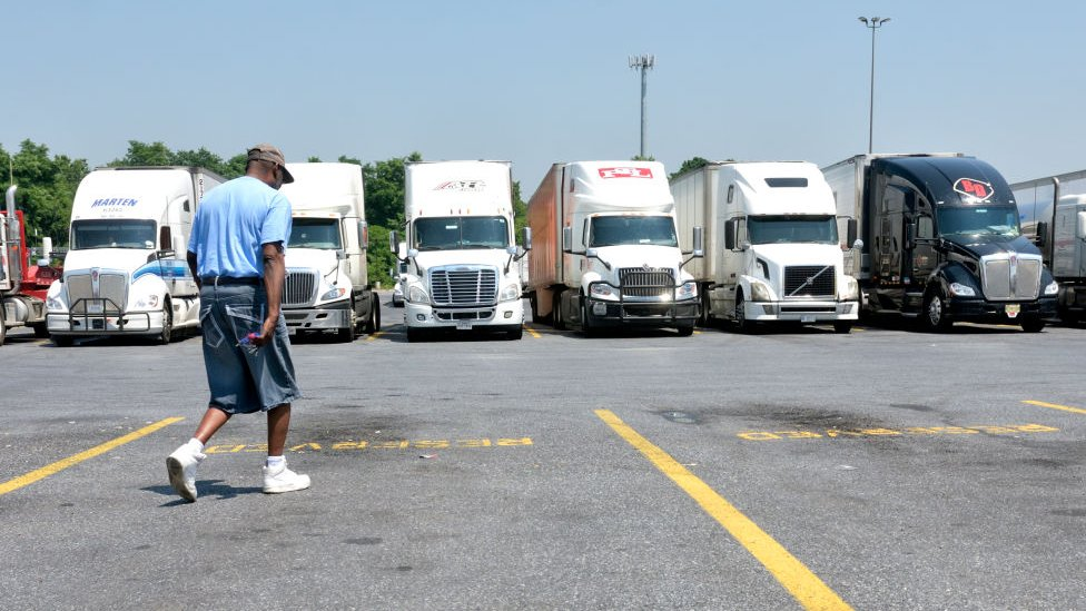 Camiones estacionados en Pensilvania, Estados Unidos.