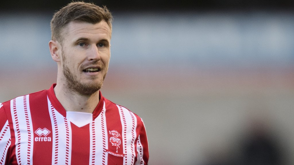Michael O'Connor: Lincoln City midfielder signs new contract