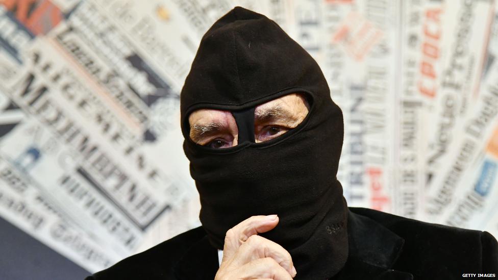Ex-mafia member Gaspare Mutolo wearing a black balaclava to hide his face