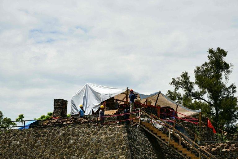 Para diversas culturas prehispánicas era común construir sobre antiguas edificaciones.