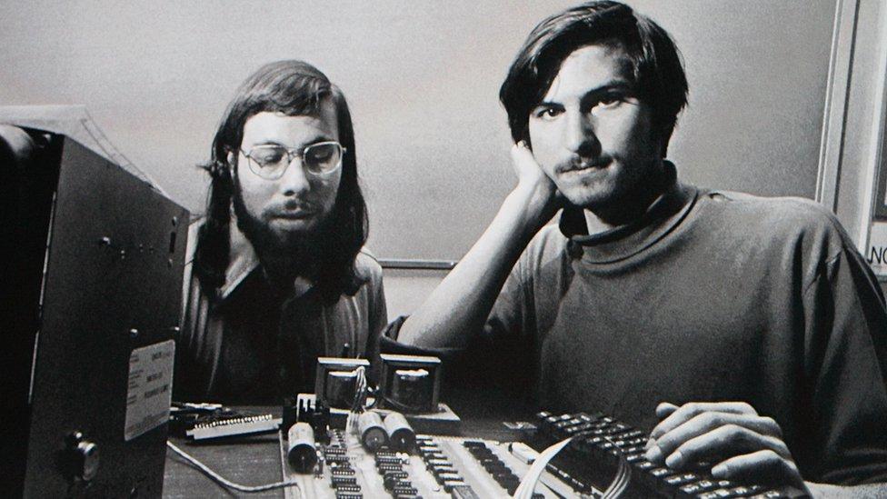 Steve Wozniak y Steve Jobs, fundadores de Apple, cuando comenzaron la empresa.