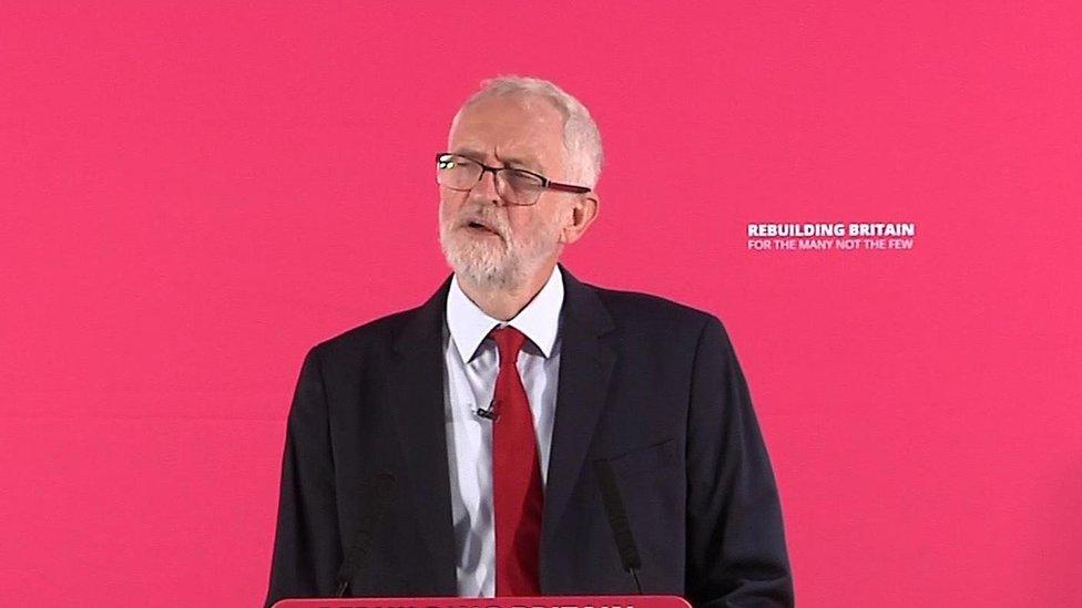 """جيرمي كوربن يقول إن بريطانيا بحاجة إلى """"انتخابات"""""""