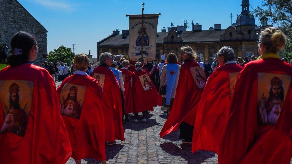 من مسيرة القربان في قلعة فافل في كراكوف