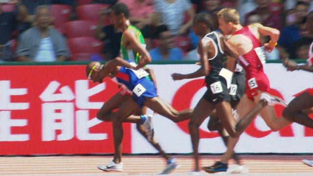 Mo Farah survives stumble in 5,000m