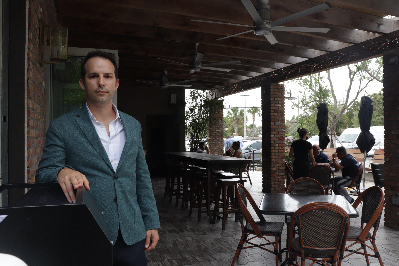 Carlos Gazitua en uno de sus restaurantes.