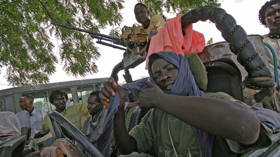 Combatientes del Ejército / Movimiento de Liberación de Sudán (SLA / M) de Minni Minawi en un vehículo en un campamento en Darfur del Sur - 2007