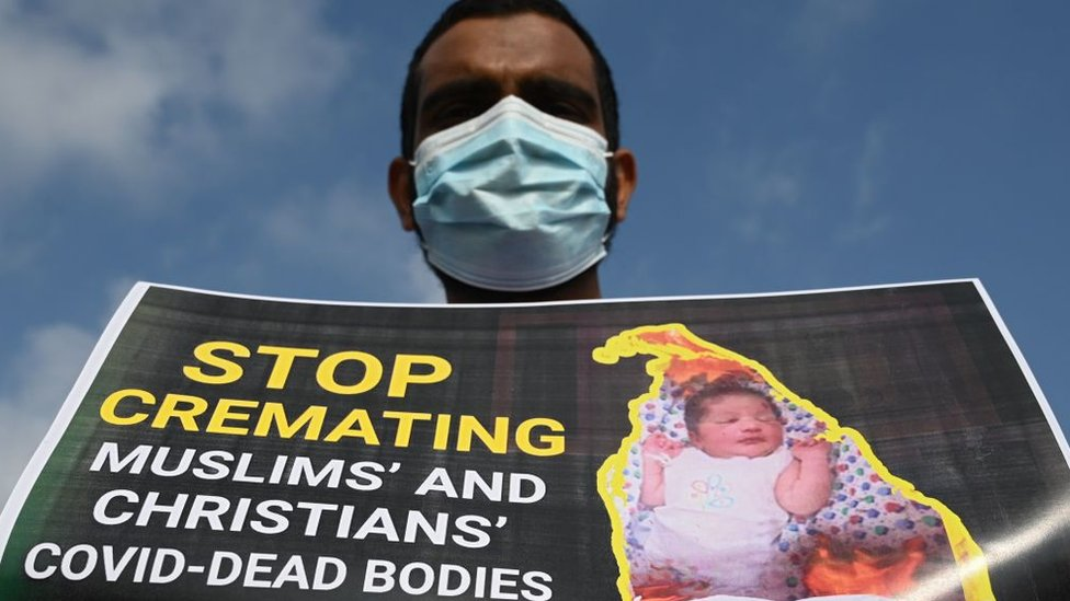 الأقلية المسلمة في سريلانكا تناضل من أجل تغيير القانون الذي يفرض حرق جثث موتى كوفيد 19
