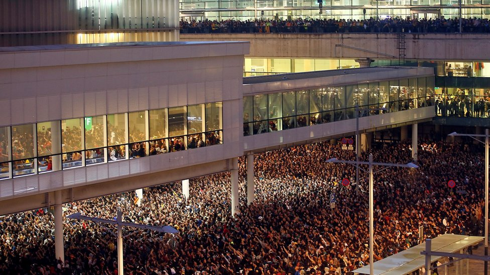 """Thousand of people arrive to Barcelona-El Prat international airport to join the rally called by the group called """"Tsunami Democratic"""" on 14 October"""