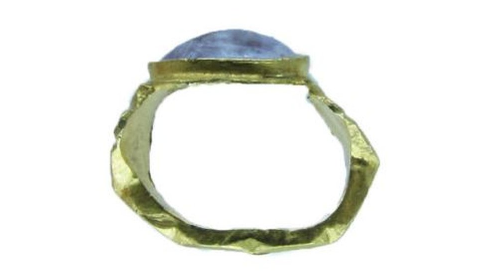 Side view of the Roman ring