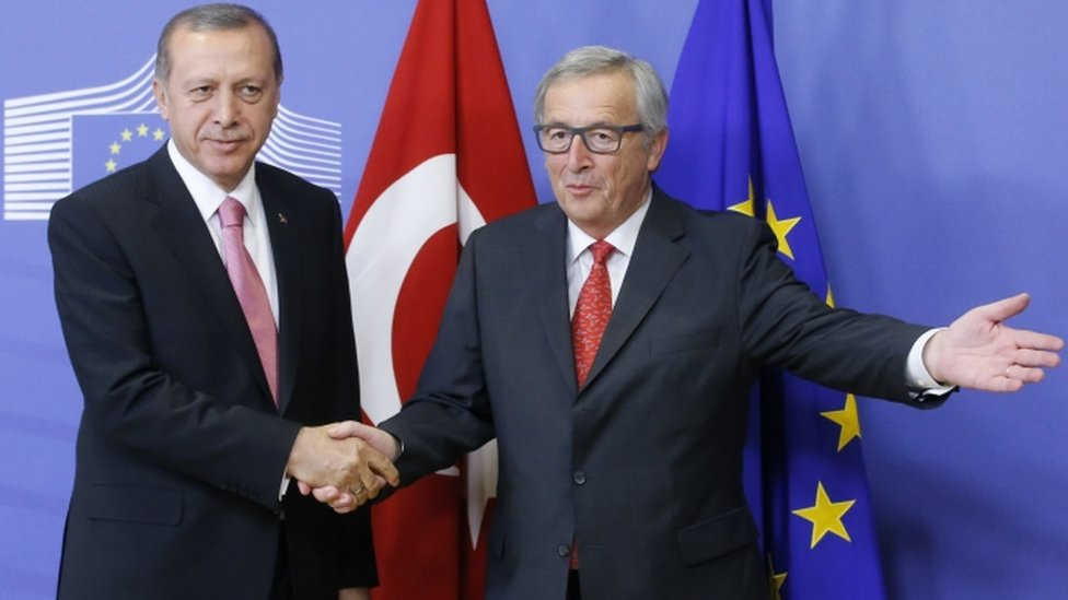 European Commission President Jean Claude Juncker (R) welcomes Turkish President Recep Tayyip Erdogan at the EU Commission in Brussels, Belgium, 05 October 2015.