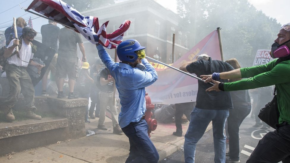 El parque de la Emancipación fue centro del enfrentamiento entre manifestantes de uno y otro bando.