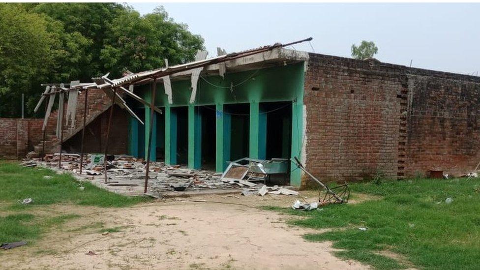 गोमांस रखने की आशंका में मदरसे में तोड़-फोड़, गांव में तनाव