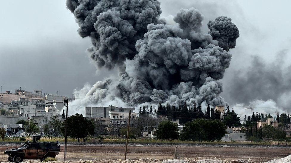 Humo de los bombardeos en Kobane en 2014.
