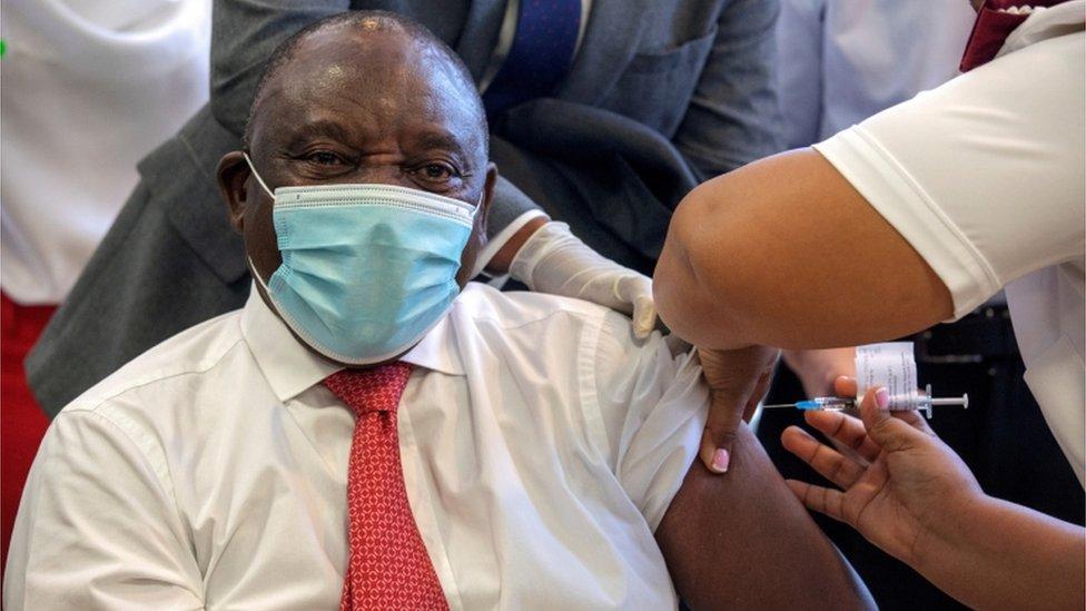 El presidente de Sudáfrica, Cyril Ramaphosa, recibió la vacuna de Johnson & Johnson en febrero.