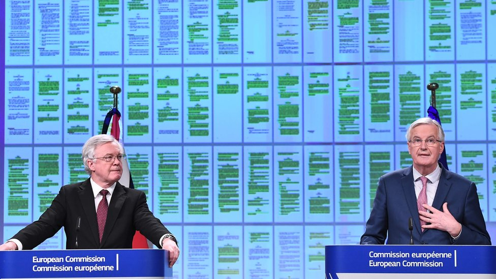 UK Brexit minister David Davis (L) and EU chief negotiator Michel Barnier in Brussels on 19 March 2018