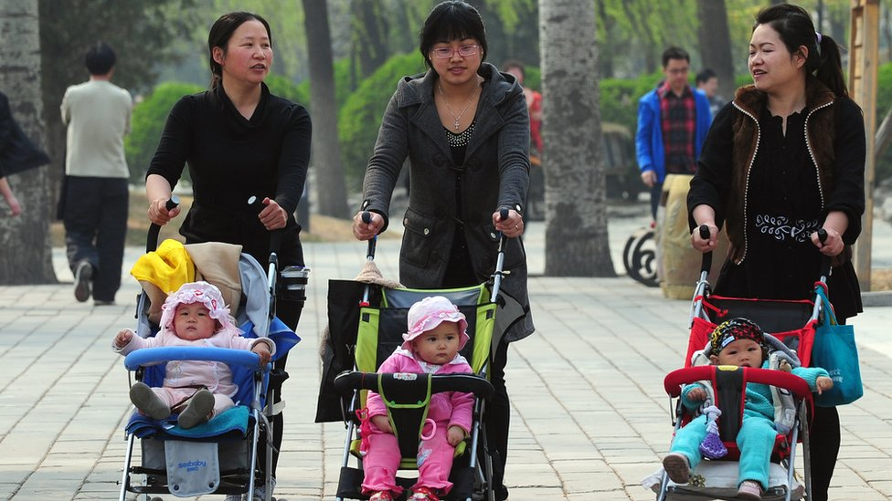 A group of mothers with their children take a stroll in Beijing