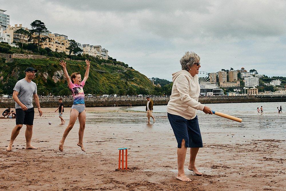 بعض الأسر استمتعت بلعب الكريكيت