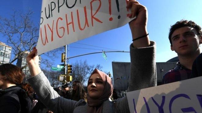 Unjuk rasa mendukung kebebasan Uighur terjadi sepanjang tahun.