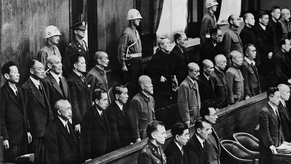 Prisioneros en la sala del Tribunal Internacional de Crímenes de Guerra para el Lejano Oriente el 14 de mayo de 1946.
