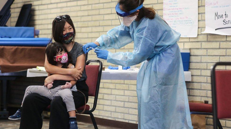 Vacunación contra la gripe en California.