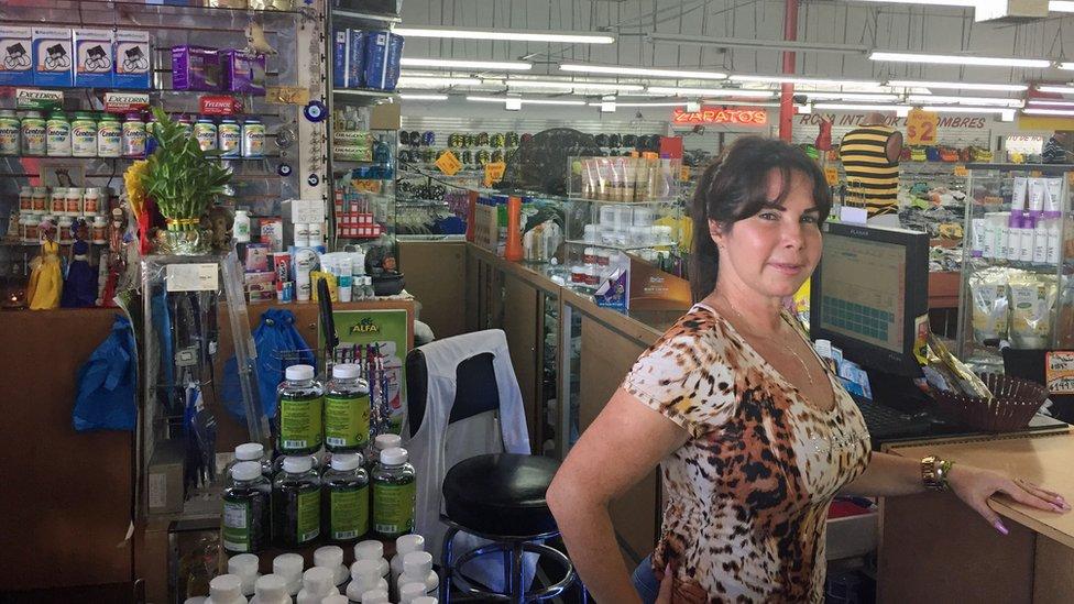 Jacqueline, dependienta de Ñooo Qué Barato.