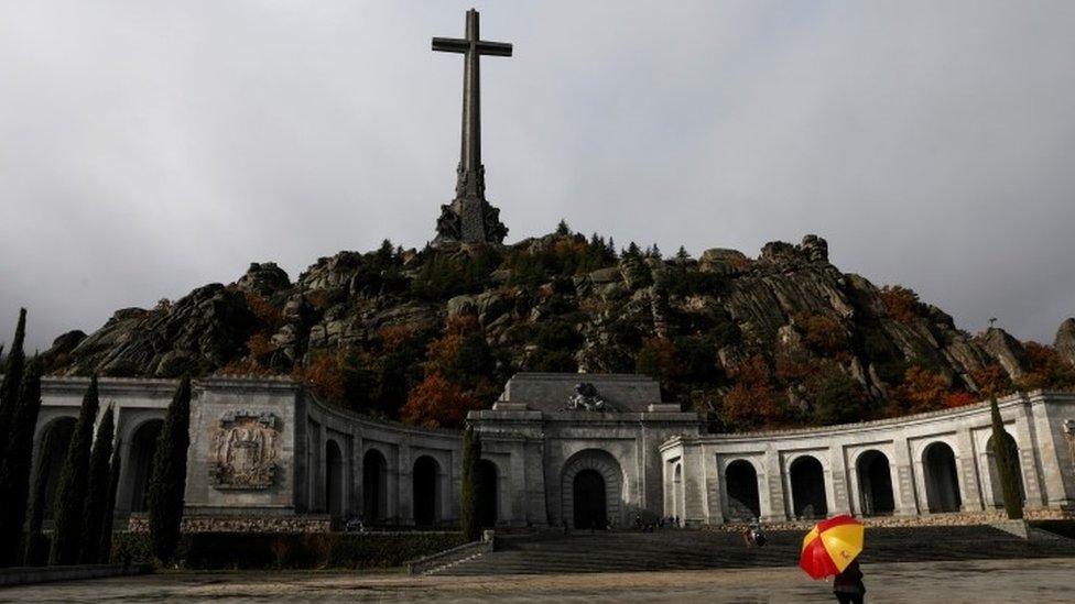 Dolina palih je politički sporan spomenik