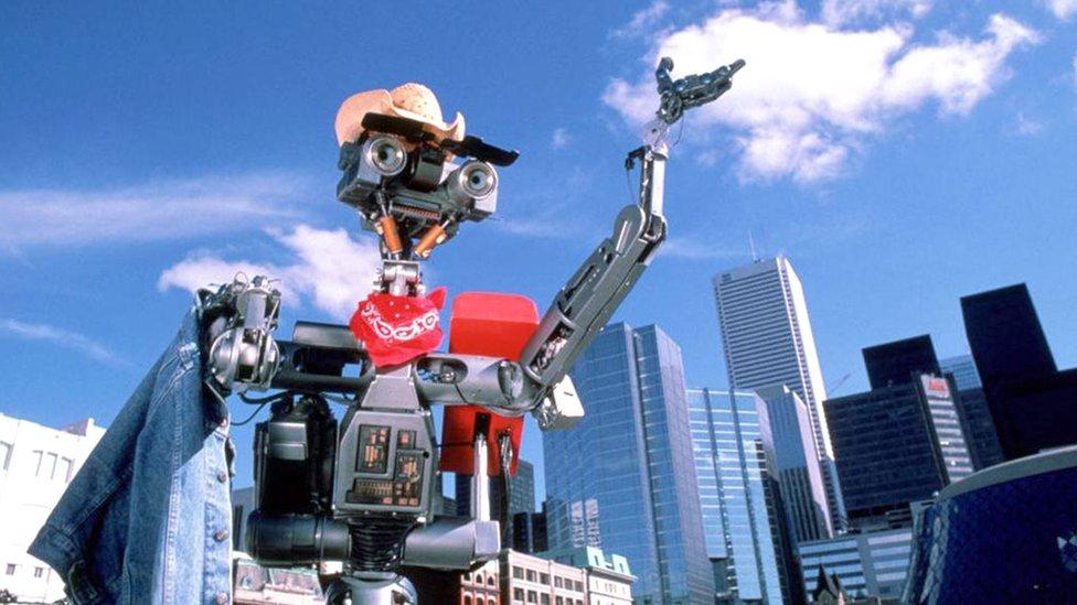 Svesni robot Džoni 5 iz filma iz osamdesetih Kratak spoj znao je da nije obična mašina