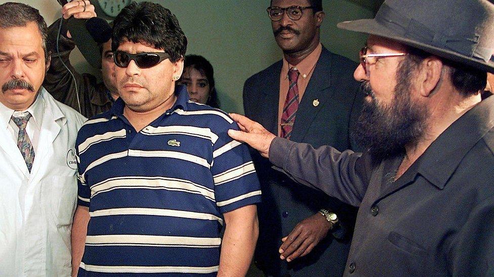 Llegada de Maradona a Cuba en 2000.