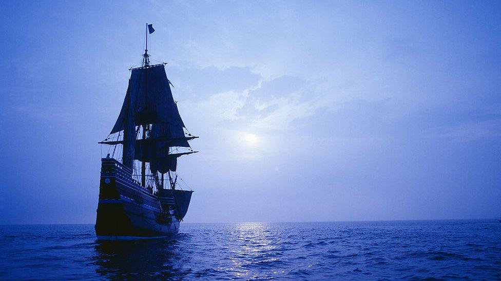 El Mayflower reconstruido navegando