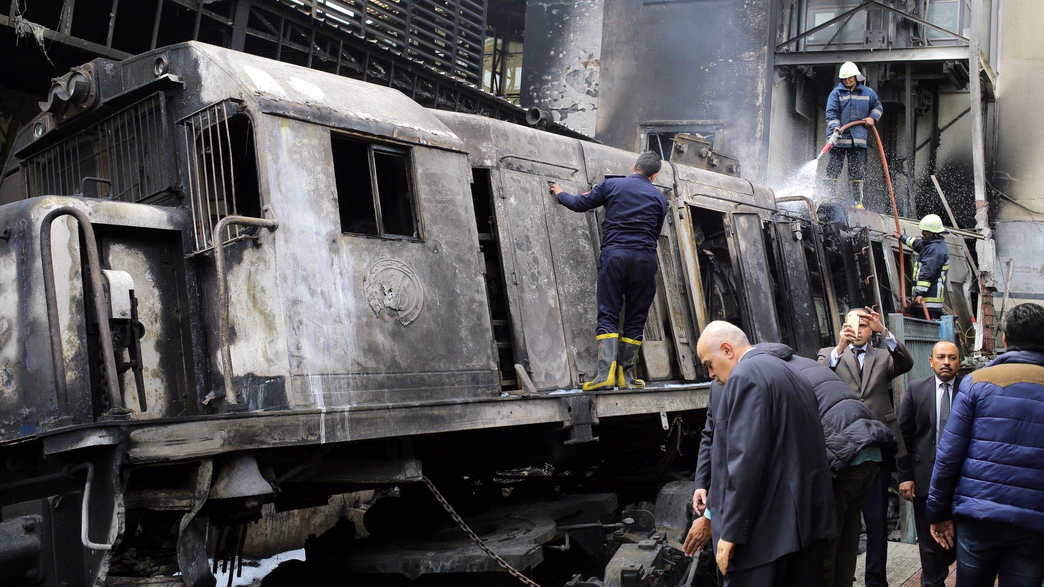 Vatrogasci gase požar na železničkoj stanici Ramzes