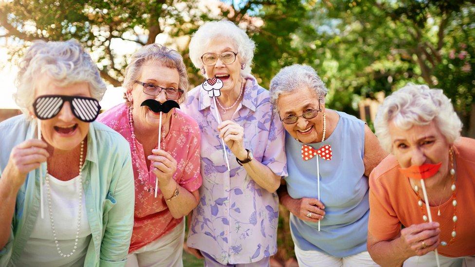 Amigas ancianas.
