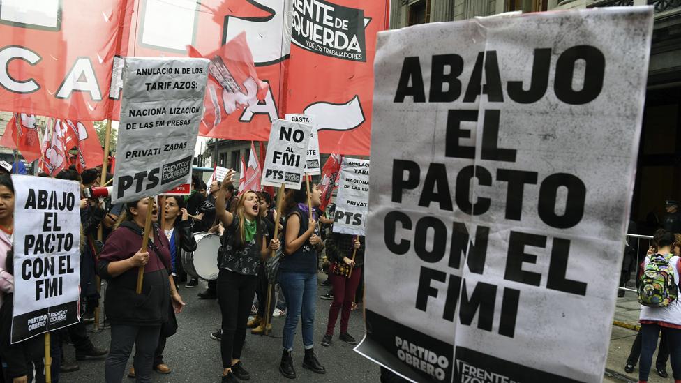 Protestas contra la vuelta al FMI em Argentina.
