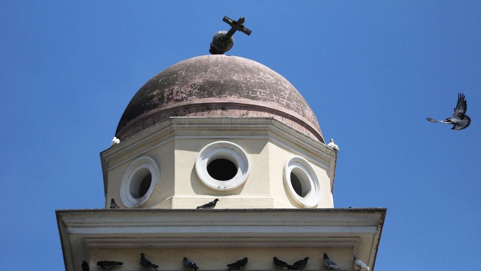 Salib terjatuh di Gereja Pantanassa