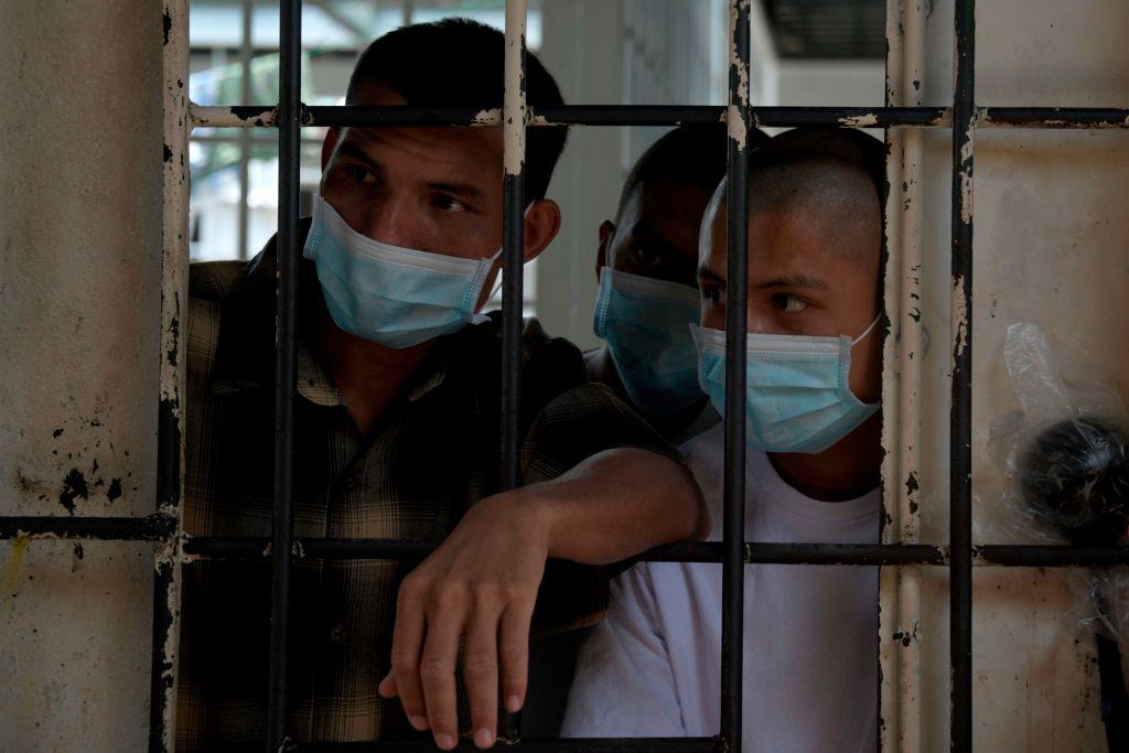 Reclusos diagnosticados con tuberculosis en cárcel de El Salvador en 2019.