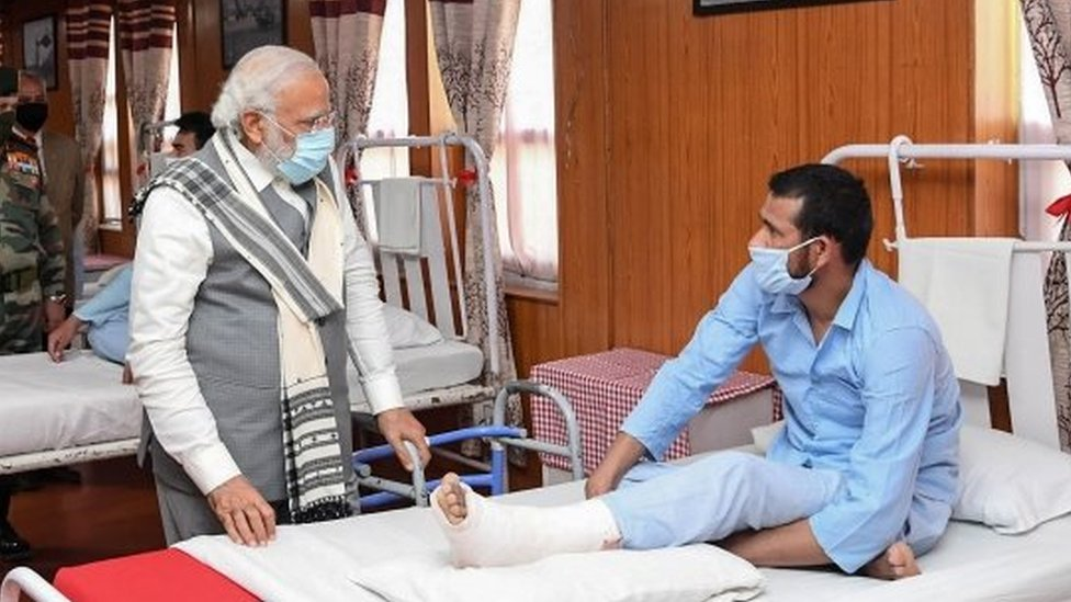 莫迪到醫院探望與中國解放軍衝突的印兵。