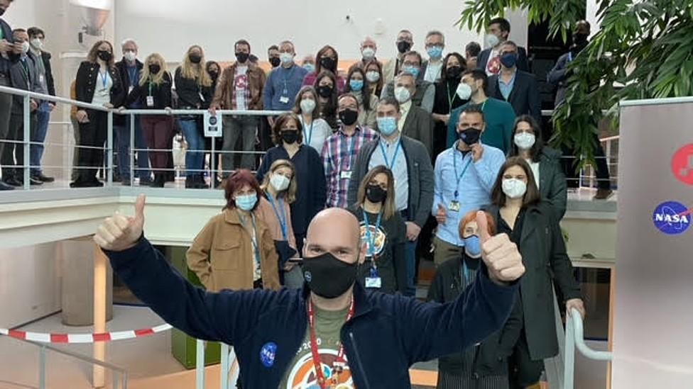 Equipo del Centro de Astrobiología de Madrid celebrando el aterrizaje de Perseverance en Marte
