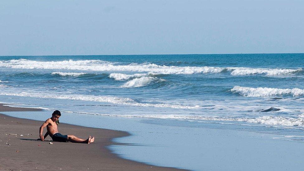 Playa de La Libertad en El Salvador