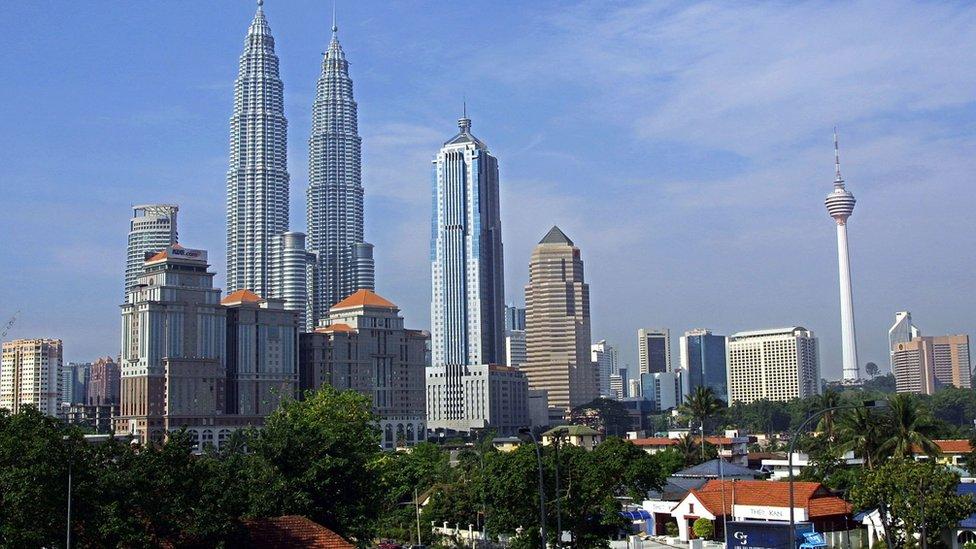 La economía malaya creció en los últimos años. De acuerdo con el FMI, Malasia se encuentra cerca de ser considerado un país de ingresos altos.