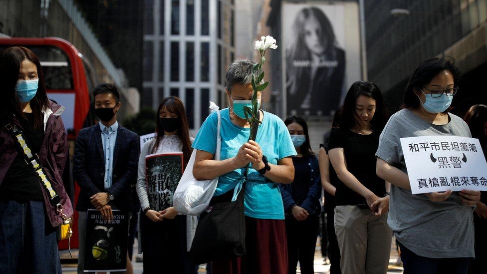 周梓樂逝世的消息傳出後,一些香港市民走到街上悼念。