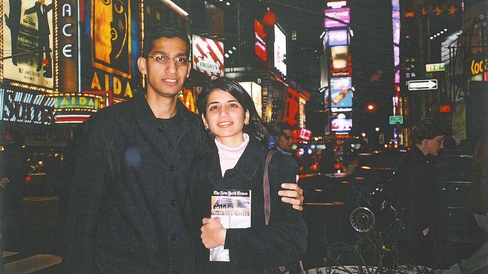 Sundar Pichai y su novia Anjali poco después de haber llegado a Estados Unidos.
