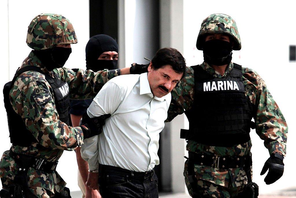 Marinos conducen a Joaquín Guzmán