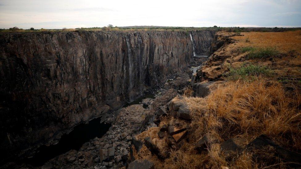 Imagen de una zona seca de las cataratas Victoria.