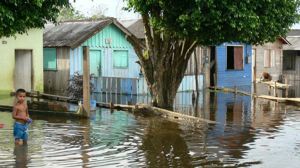 Casas inundadas en la ciudad de Itacoatiara en 2009