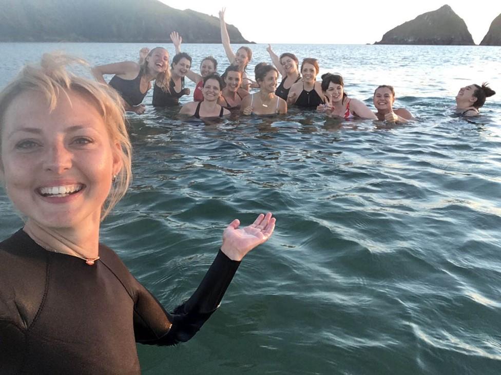 Kris Hallenga y amigos.